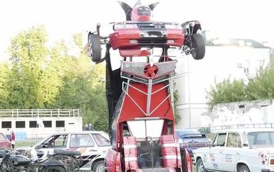 Không phải trong phim, robot biết biến hình từ ô tô đã bước ra đời thực