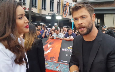 """Minh Tú tự tin phỏng vấn dàn sao của """"Thor: Ragnarok"""" trong sự kiện thảm đỏ"""