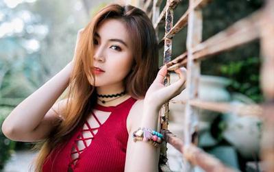 """Nữ sinh ĐH Sư phạm Sài Gòn khoe vóc dáng nóng bỏng, sở hữu vòng eo """"con kiến"""" đáng mơ ước"""