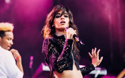 """Hứa hẹn một năm 2018 """"bùng cháy"""": Camila Cabello mới mở bán đã cháy vé tour solo đầu tiên"""