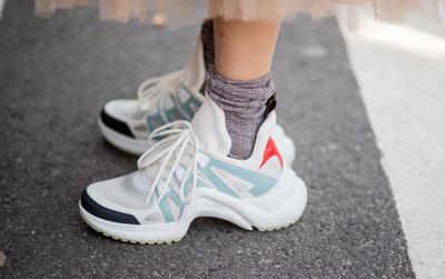 Dad Sneakers: trend giày nhìn thì cồng kềnh nhưng lại đang oanh tạc NYFW năm nay