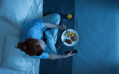 """Điểm mặt những thói quen ăn uống khiến dạ dày """"kêu cứu"""""""