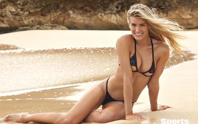 Mỹ nhân quần vợt Bouchard gợi cảm trong trang phục đồ bơi