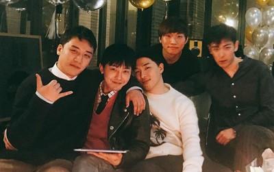 Phát khóc trước bức ảnh hiếm hoi: 5 thành viên Big Bang tụ họp như một gia đình trước ngày G-Dragon nhập ngũ