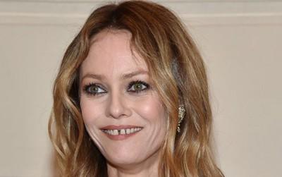 Vừa ố vàng vừa mọc lệch, đây là các sao có hàm răng xấu nhất Hollywood