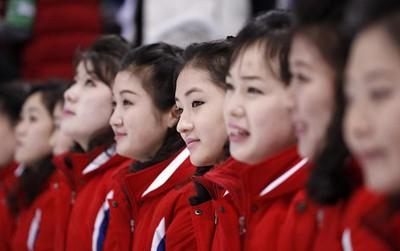 """Ảnh: Những """"bóng hồng"""" hoạt náo viên Triều Tiên tỏa nắng ở Olympic"""