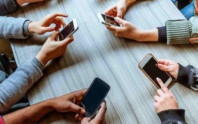 """5 kiểu người có thói quen dùng smartphone """"khó đỡ"""" nhất quả đất, bạn giống ai trong số này?"""