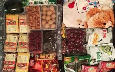 Trở về thành phố sau Tết, những người con xa quê còn mang theo nhiều món ăn nặng trĩu tình yêu của cha mẹ