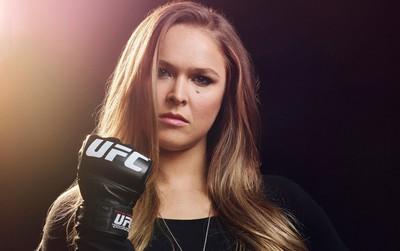 Ronda Rousey: Chuyện hậu trường của mỹ nhân mạnh mẽ nhất làng võ UFC