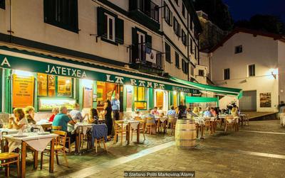 Có gì đó hơi sai: Người Tây Ban Nha luôn ăn tối vào lúc... 10h đêm