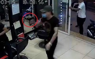 Hà Nội: Công an điều tra nghi án nổ súng tại tiệm cắt tóc khiến 1 người bị thương
