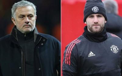"""Mourinho """"bắt nạt"""" Luke Shaw khiến phòng thay đồ Man Utd nổi sóng"""
