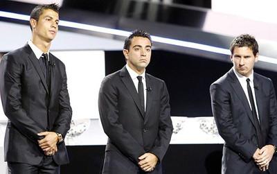 Nếu quân tử, Xavi nên xin lỗi Ronaldo