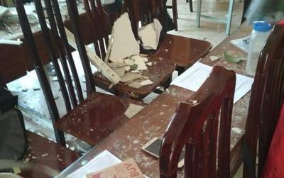 Hà Nội: Mảng trần lớn bất ngờ đổ sập trong giờ học, 3 học sinh trường THPT Trần Thái Tông bị thương phải nhập viện cấp cứu
