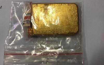 Tạm giữ hành khách Hàn Quốc cất giấu tinh vi vàng miếng trị giá 700 triệu đồng trong hành lý