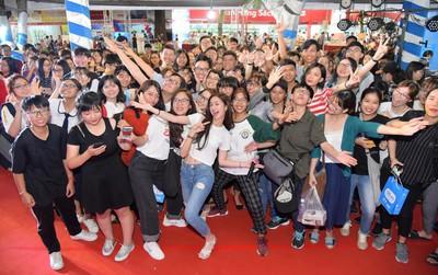 Cùng Tiki vòng quanh thế giới sách tại hội sách TP.Hồ Chí Minh