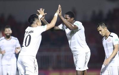 """""""Ronaldo xứ Nghệ"""" nổ súng, HLV Miura có chiến thắng đầu tay"""