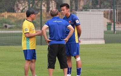 Bùi Tiến Dũng, Quang Hải tập trung muộn ở đội tuyển Việt Nam vì chạy sự kiện