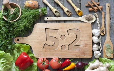 Tất cả những gì bạn cần biết về chế độ ăn kiêng 5:2 được nhiều ngôi sao Hollywood áp dụng