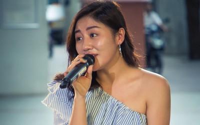 School Tour: Văn Mai Hương lần đầu hé lộ một đoạn ca khúc mới có tựa đề lạ tai