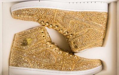 Ngắm mẫu giày Air Jordan đính 15 nghìn viên pha lê lóng lánh có giá gần 150 triệu đồng