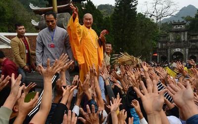 Lễ hội Chùa Hương, Đền Sóc: Cách nào ngăn bạo lực, chặt chém?