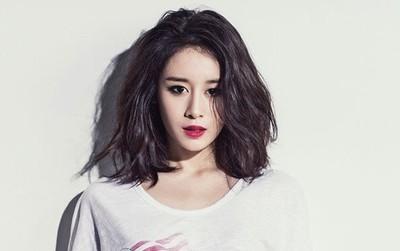 Follow nhân viên YG trên Instagram, Jiyeon sắp về cùng nhà Big Bang?
