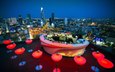 Muốn có chỗ xem pháo hoa đón giao thừa đẹp mà không chen chúc ngay trung tâm Sài Gòn thì đặt ngay từ giờ đi