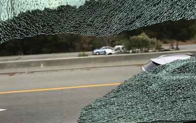Mỹ: Xe bus của Apple và Google cùng bị tấn công vỡ hết cửa kính trong một ngày