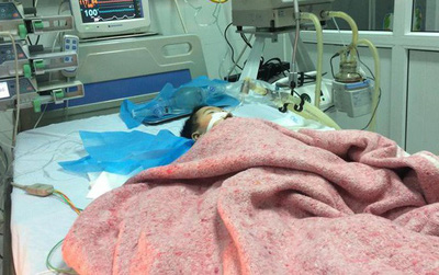Vụ bé 8 tháng tuổi nguy kịch sau mũi tiêm của nhân viên y tế: Bệnh viện thừa nhận nhầm đường dùng thuốc, đình chỉ nữ điều dưỡng
