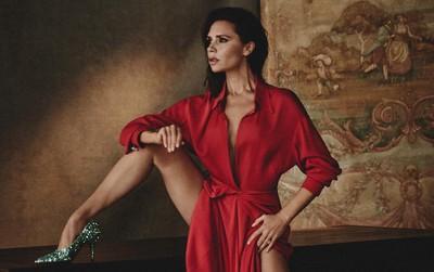 """Mê cao gót nhưng Victoria Beckham lại khiến bàn chân trông thật khốn khổ khi phải tạo dáng """"căng"""""""