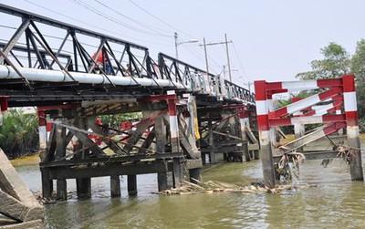 Trước khi đổ sập, cầu Long Kiểng ở Sài Gòn từng một lần bị hỏng do sà lan đâm trúng