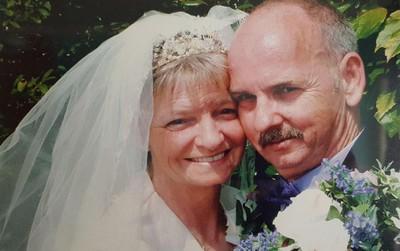 """Đau đớn tột cùng vì vợ vừa qua đời, 1 tiếng sau người đàn ông lại """"mừng như bắt được vàng"""" khi nghe lời thông báo của y tá"""