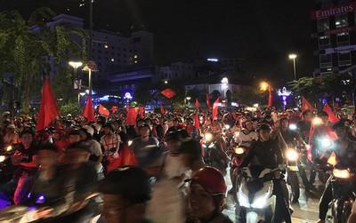 """Hàng trăm xe máy đi """"bão"""", bị cảnh sát bắt giữ"""