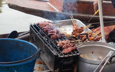 Độc đáo ẩm thực chợ nổi Tha Kha (Thái Lan), chỉ cần nhìn qua là muốn xách ba lô lên mà đi ngay