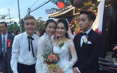 Hình ảnh chú rể khóc như mưa trong ngày cưới vì thương bố mẹ vợ đã gả con gái cho mình khiến cộng đồng mạng xôn xao