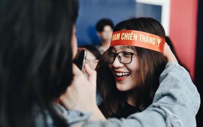 Chùm ảnh: Sinh viên Đại học Thăng Long đã sẵn sàng cổ vũ cho U23 Việt Nam!