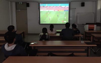 Từ khắp thế giới, du học sinh Việt đang cuồng nhiệt cổ vũ U23!
