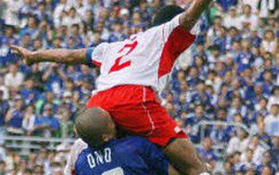 15 tai nạn bóng đá vừa thốn, vừa buồn cười ngay trên sân cỏ