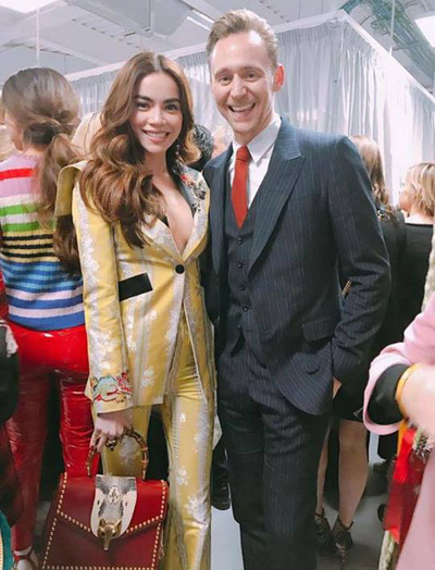 HOT: Hồ Ngọc Hà diện đồ sexy trăm triệu, vui tươi tạo dáng bên Tom Hiddleston tại show Gucci