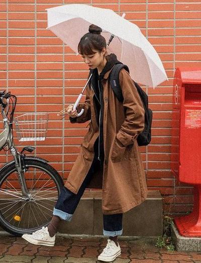 Ngày mưa âm u không biết mặc gì, bạn chỉ cần ghi nhớ 5 items này là sẽ có ngay loạt set đồ ưng mắt