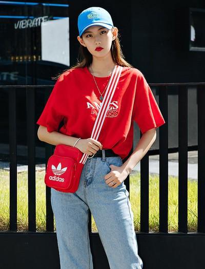Street style ngập tràn áo phông đẹp hết nấc của giới trẻ Hàn tuần qua chứng minh đây luôn là item số 1 của mùa hè