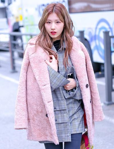 """Đâu chỉ áo phao dáng dài, còn một mẫu áo khoác cũng """"hot hit"""" và đang được cả loạt sao Hàn và Trung lăng xê"""