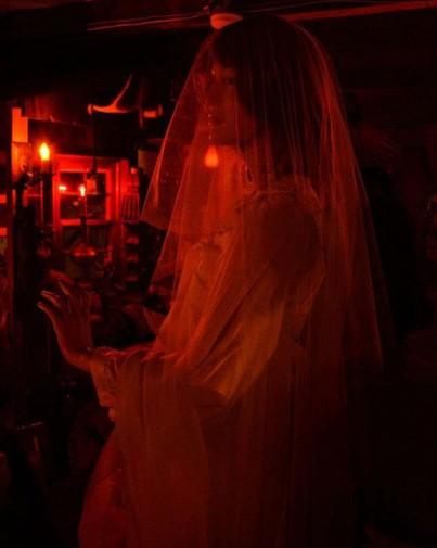Đột nhập vào bảo tàng huyền bí nơi đang giam giữ búp bê Annabelle thật