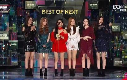 """Không được giải """"Tân binh của năm"""" tại MAMA nhưng fan lại mừng hơn khi (G)I-DLE nhận được giải thưởng """"phong thủy"""" này"""