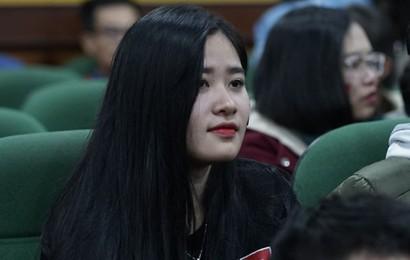 Rợp trời dàn cổ động viên xinh xắn trên khán đài cổ vũ Việt Nam tại CK AFF CUP 2018 của các trường Đại học