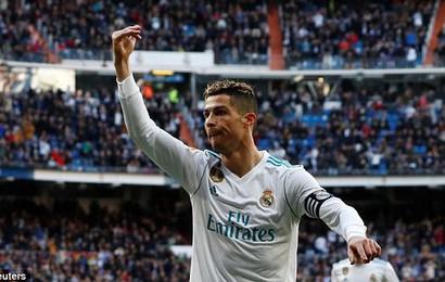 Ronaldo lập cú đúp, nhường Benzema đá phạt đền