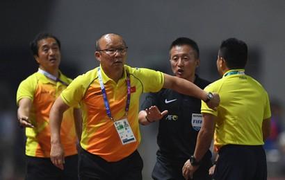 HLV Park Hang Seo nổi nóng khi thấy cầu thủ Việt Nam bị chơi xấu