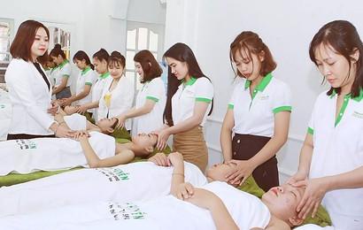 Thực hành kỹ thuật ngành spa – thẩm mỹ trên người thật: Những trải nghiệm quý giá cho học viên mới vào nghề