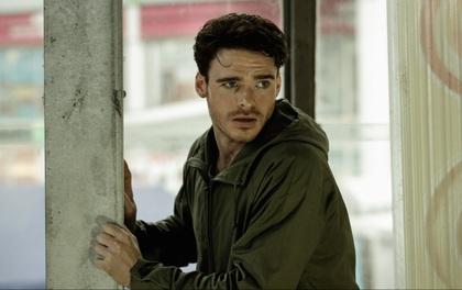 """Robb Stark của """"Game of Thrones"""" bất ngờ trở thành kẻ móc túi trong trailer phim mới"""